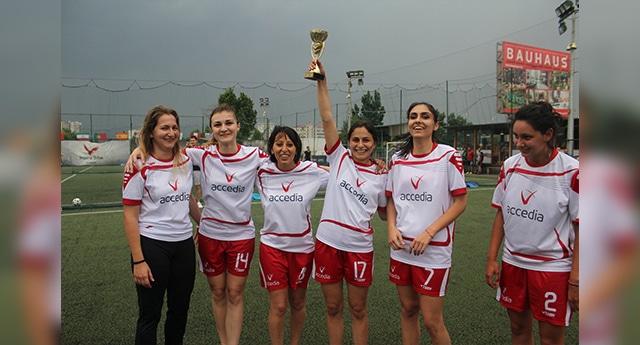 Запознайте се с женския футболен отбор на Accedia