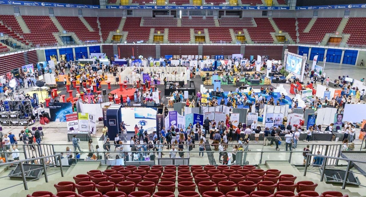 Срещнахме 373 софтуерни разработчици на първото Career Show!