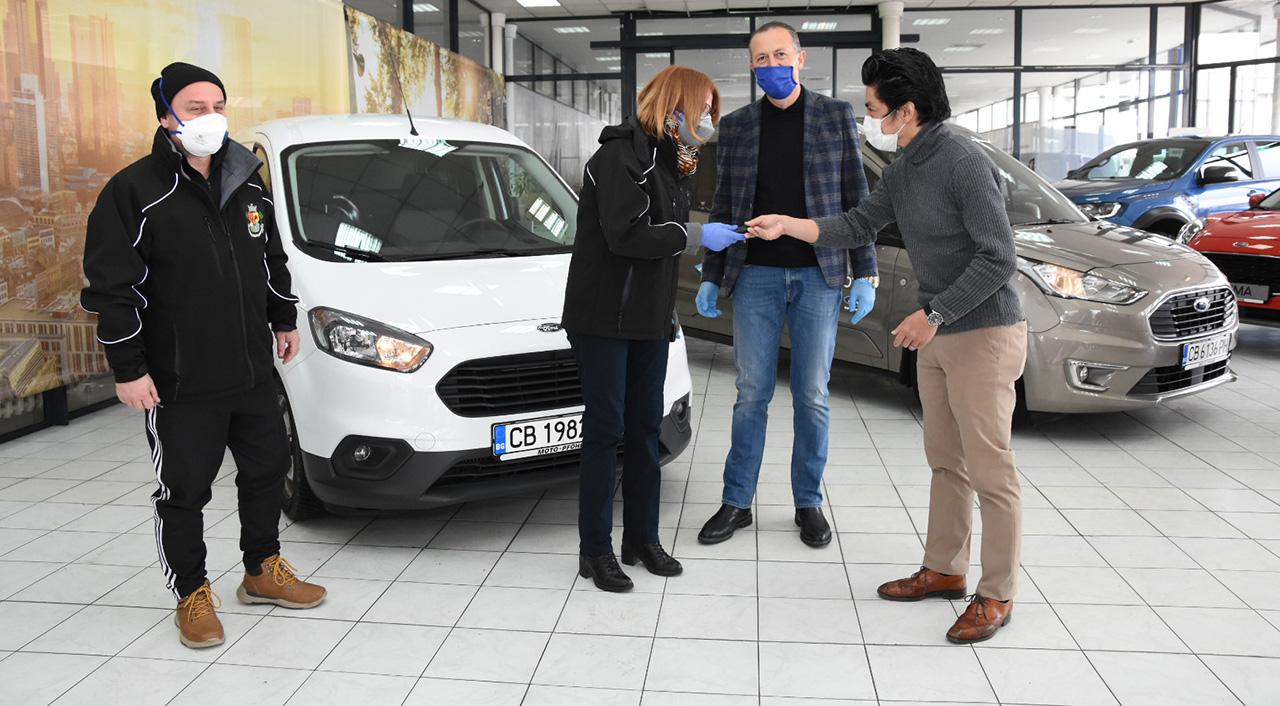 Ford и Мото-Пфое предоставят автомобили за спешни доставки