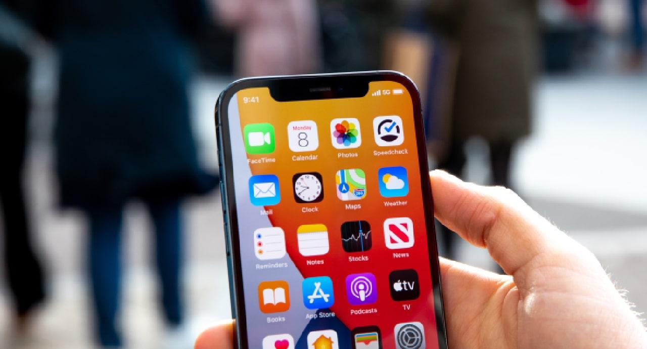 В Бразилия глобиха Apple заради липсата на зарядно в iPhone 12
