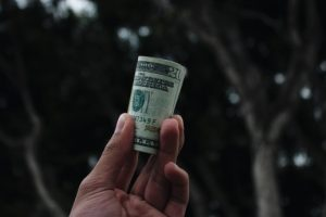 Защо някои фирми не плащат бонуси?