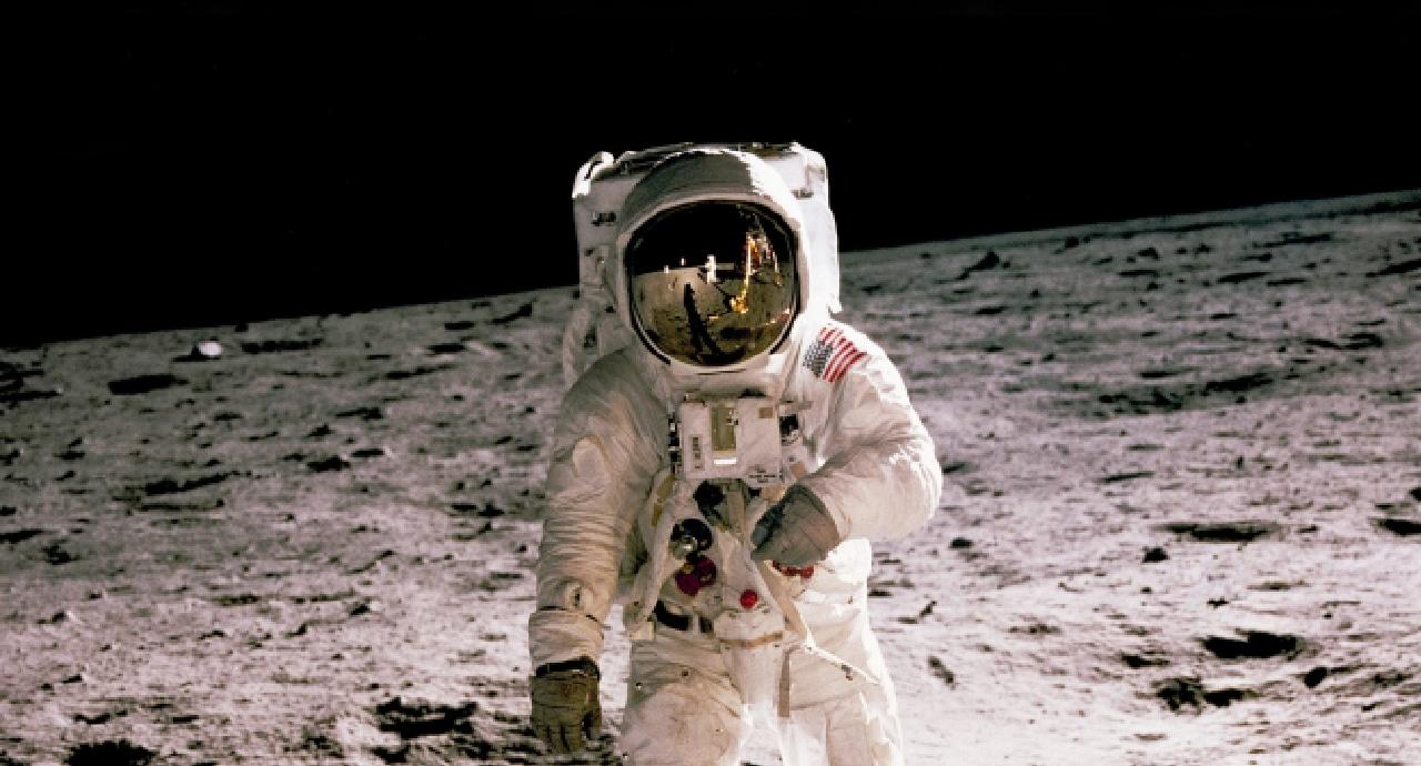 Безос примамва НАСА с 2 млрд. долара за участие в лунна експедиция