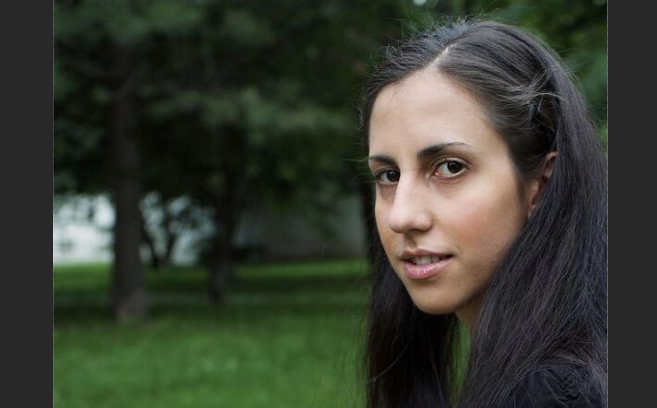 Един Старши Инженерен Мениджър, която е наследила нейната страст към Технологиите от баща си